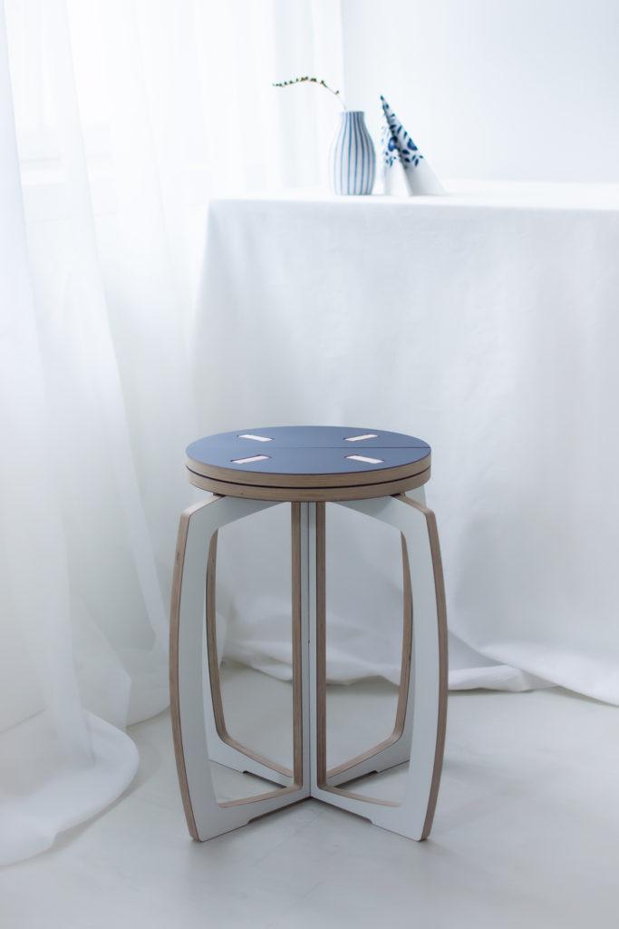 Opilion sini-valkoinen