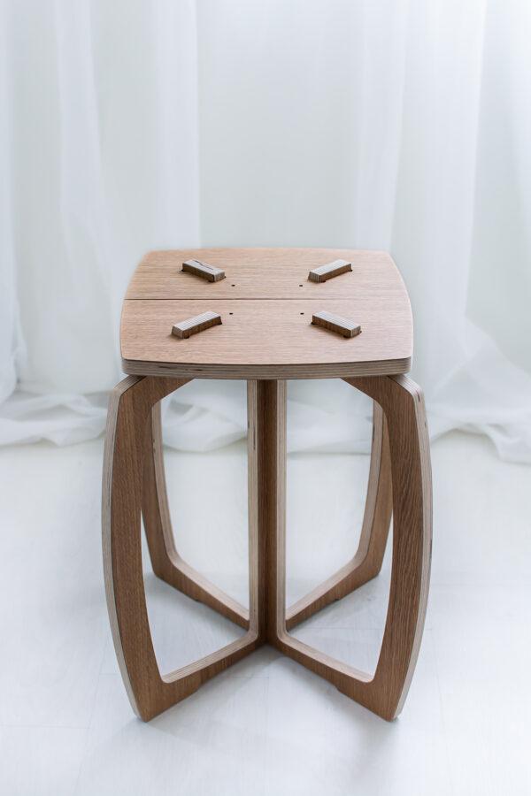 Opilion puinen design jakkara, istuinosan yläosa irrotettuna